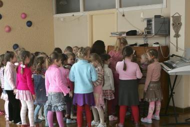 Vaikų darželiams teks susimokėti už darželinukų dainas