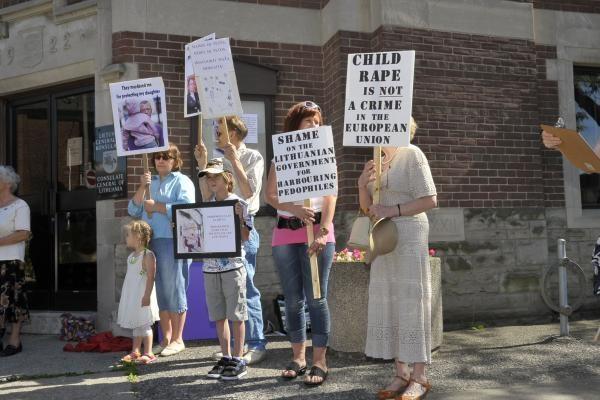 D.Kedžio dukters palaikymo akcijos įvyko Bergene ir Toronte