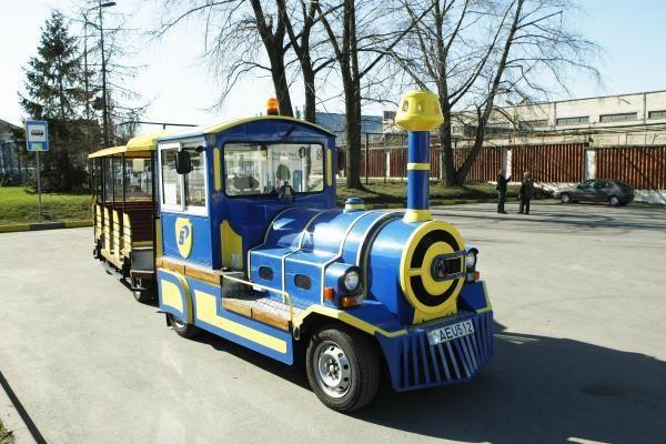 Traukinukas jau laukia Senosios perkėlos keleivių