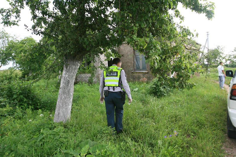 Tauragės rajone – dviguba žmogžudystė, policija ieško įtariamojo