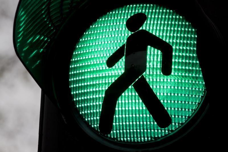 D.Britanijoje šviesoforų žmogeliukus norima paversti belyčiais