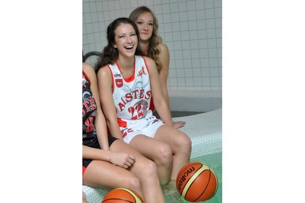 """Per fotosesiją atsiskleidė """"Aisčių-LSU"""" krepšininkių grožis"""