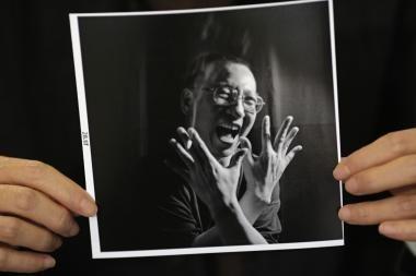 Nobelio taikos premiją pelniusio Kinijos disidento žmonai skirtas namų areštas