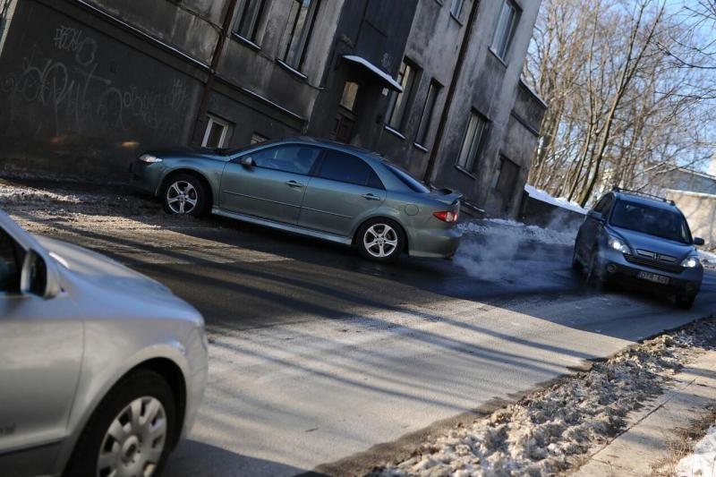 Žemaičių gatvėje – dešimt avarijų, numuštas dujų vamzdis