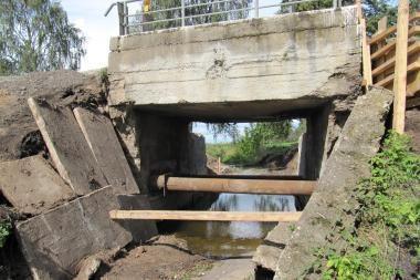 Dėl avarinės būklės uždarytas eismas Molainos upės tiltu Panevėžio rajone