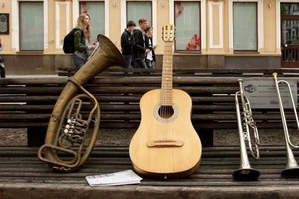 Nuo kultūringų muzikantų praeiviai nebėgo