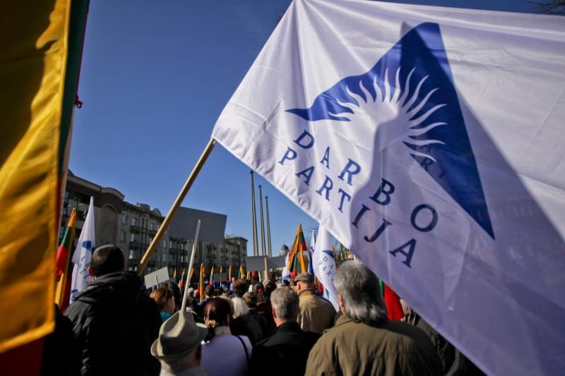 """Seimas reabilitavo iš rinkimų sąrašo išbrauktus keturis """"darbiečius"""""""