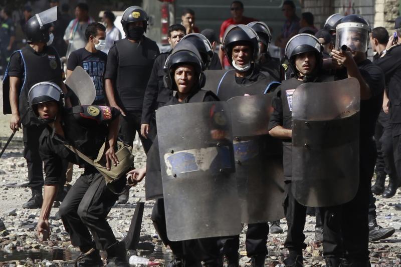 Egipte protestuotojai susirėmė su policija