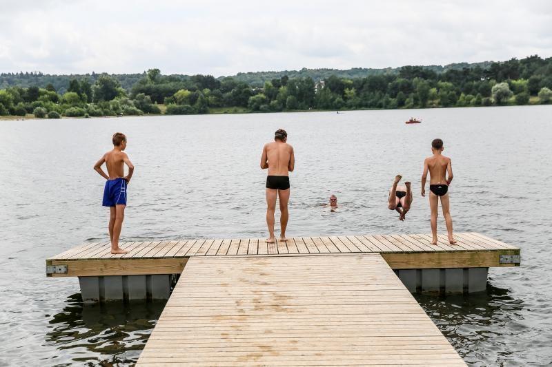 Šventės proga plaukikai neria į atvirus vandenis