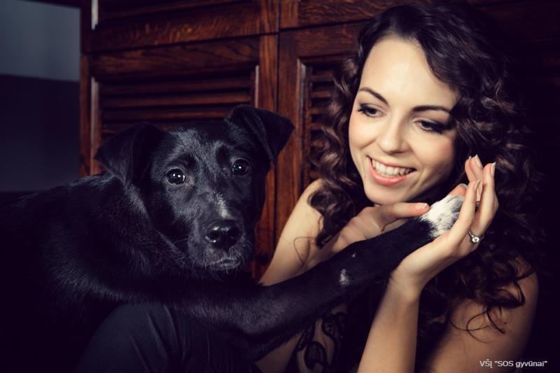 Garsenybės gražiose nuotraukose demonstravo meilę beglobiams gyvūnams