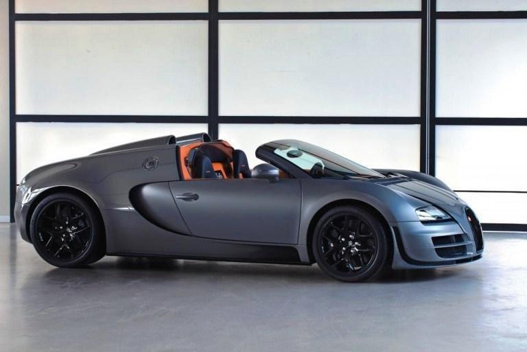 """""""Bugatti"""" pradėjo reklamuoti greičiausią pasaulyje """"roadsterį"""""""