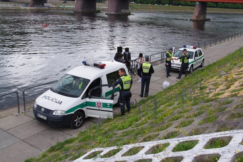 """""""Tiesos"""" reikalavę kauniečiai išvežti į policiją (sulaikymo foto)"""