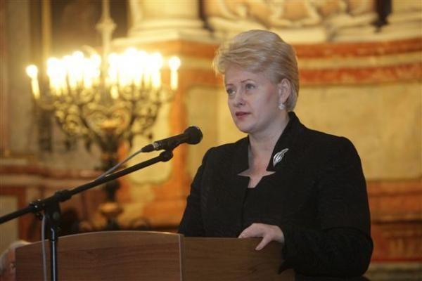 VU filologijos magistrams – diplomai iš D.Grybauskaitės rankų