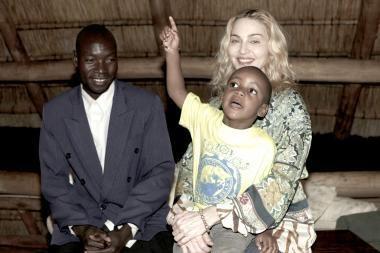Teismas neleido Madonnai įsivaikinti afrikietės
