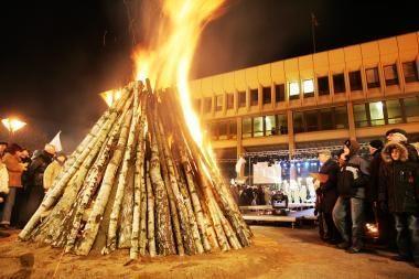 Vilniuje suliepsnos 16-a simbolinių laužų