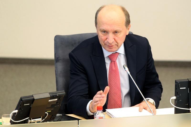 Premjeras nesako, ar pasitiki vidaus reikalų ministru