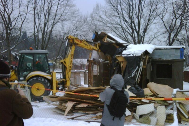 Vilniaus tabore griaunami nelegalūs statiniai