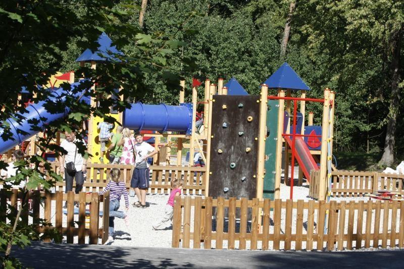 Poilsio parke pramogas nori organizuoti ir privačios įmonės