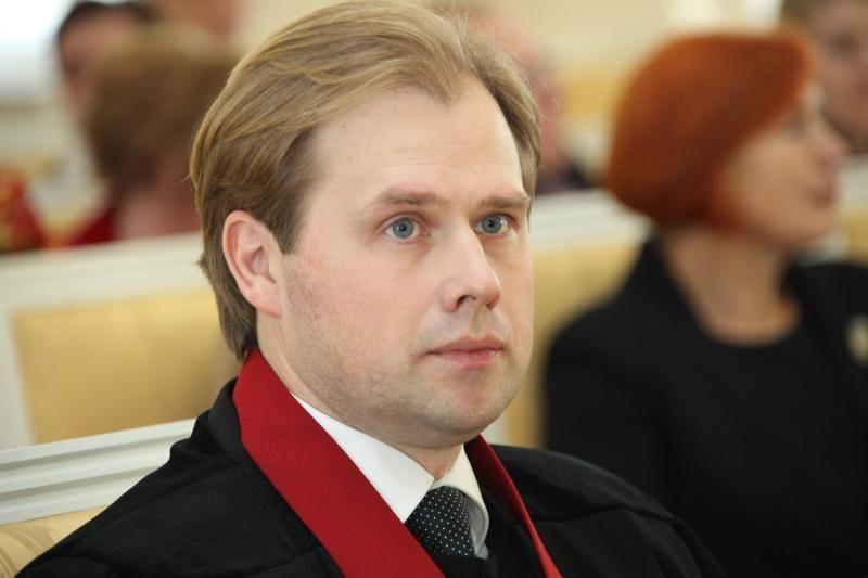 Prokurorų etikos komisija nevertino A.Neveros skolinimosi iš A.Guogos