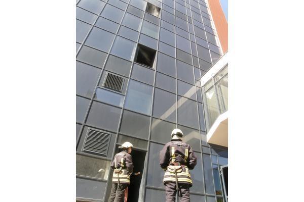 """Dūmai iš """"K centro"""" balkono ant kojų sukėlė ugniagesius"""