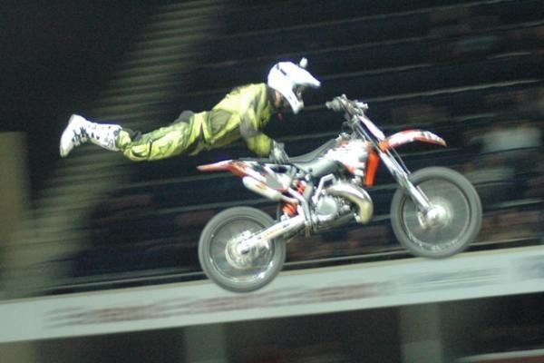 Skraidančių motociklų  šou