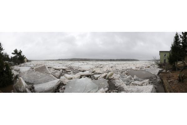 Ledų sangrūdos Neryje pajudėjo, sprogdinti turbūt nereikės (papildyta)