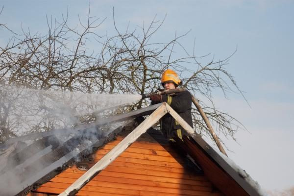 Pritrūkę vandens, vilniečiai gaisrą gesino sniegu