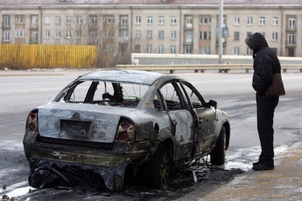 Vilniuje sudegė Kinijos ambasados automobilis (papildyta)