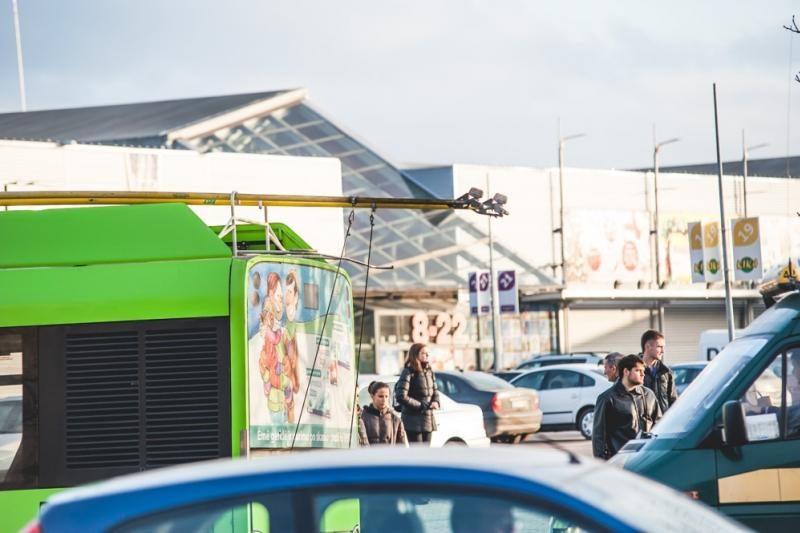 Dėl nutrauktų troleibuso laidų – spūstys K. Baršausko gatvėje