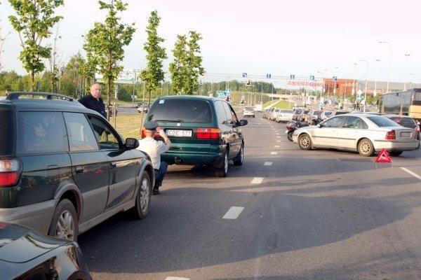 Trečiadienio vakaras Vilniuje: trys avarijos, apgadinti septyni automobiliai