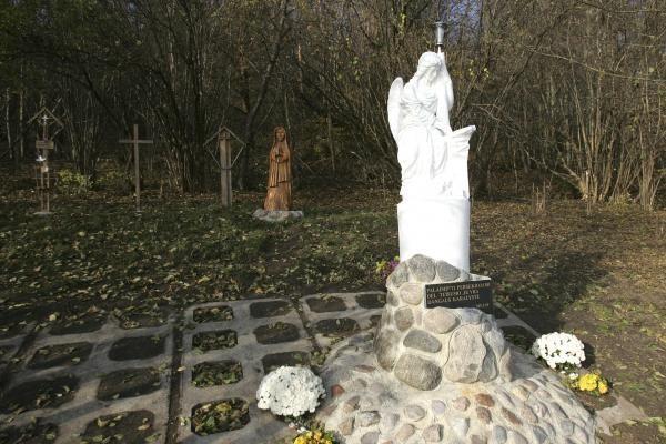 Kauniečiai žvakes degė ne tik ant artimųjų kapų