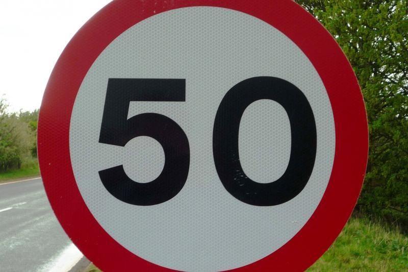 Kokie kelių eismo ženklai labiausiai erzina vairuotojus?