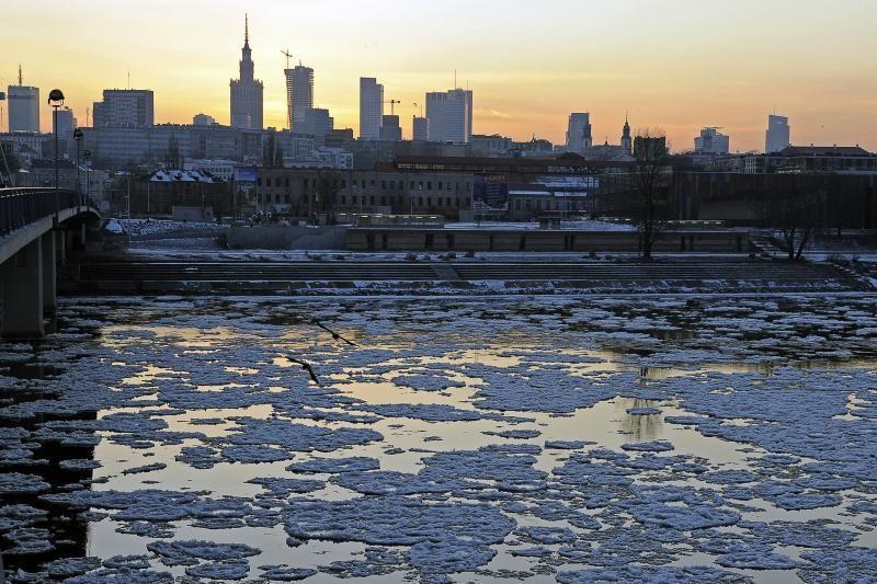 """Lenkijoje speigas """"šienauja"""" žmonių gyvybes"""