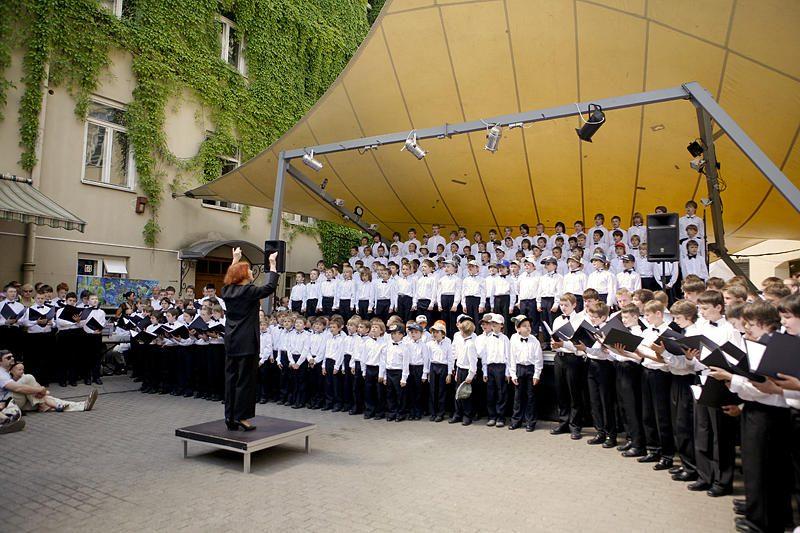 Vilniaus mokytojų namai tėvams dovanojo koncertą