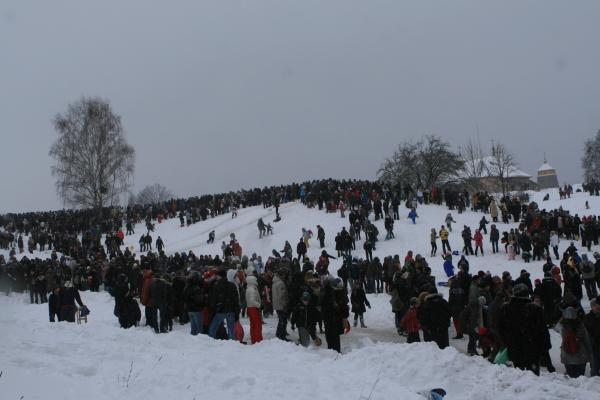 Užgavėnės Rumšiškėse: turgus, blynai ir žiemos išvarymas