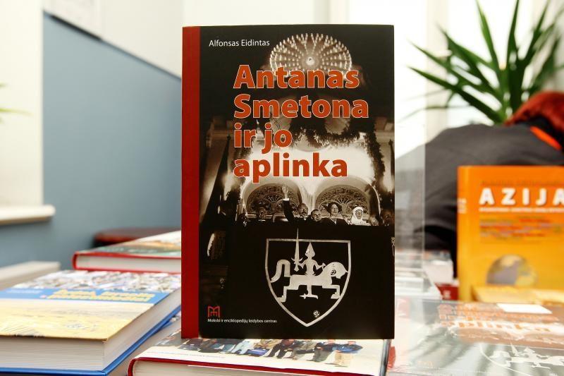 Knygoje – kitoks sovietinio režimo apjuodinto A.Smetonos paveikslas