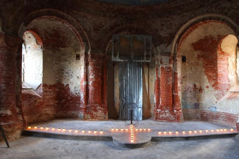Šv. Sergijaus Radonežiečio cerkvę sušildė žvakių šviesa