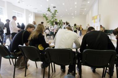 Abiturientams kyla klausimų dėl aukštojo mokslo sistemos