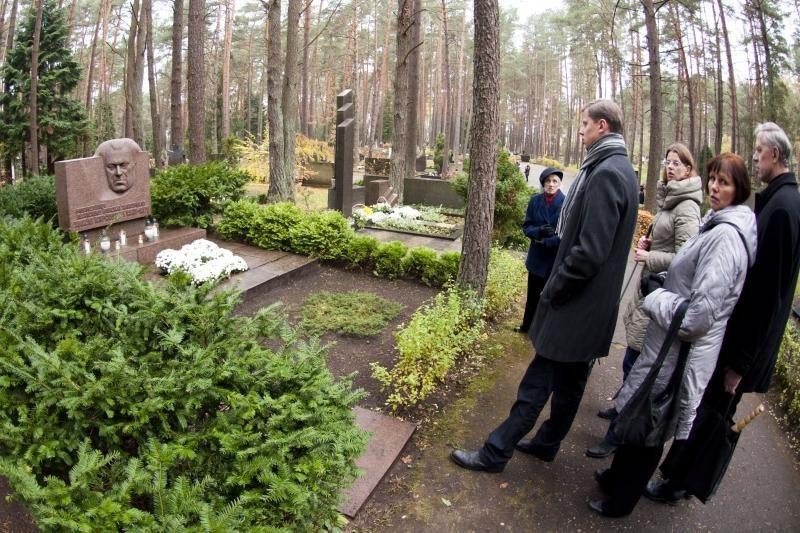 Kelias į Ledos kapines – klaidus ir duobėtas