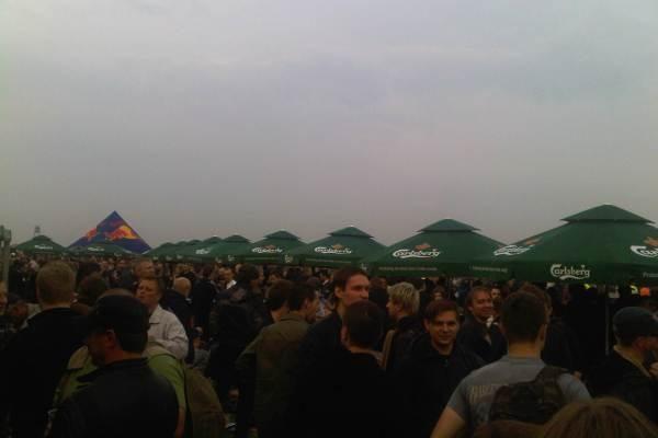 AC/DC sudrebino Varšuvą