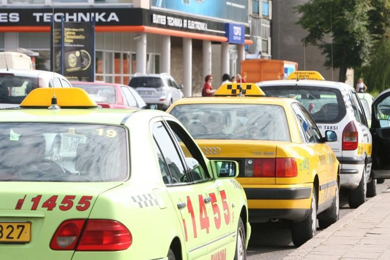 Uostamiesčio taksi klientai: nuo verkšlenančių ant peties iki agresyvių maniakų