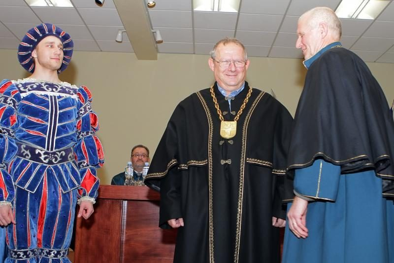 KU iškilmingoje ceremonijoje inauguruoti Garbės daktarai
