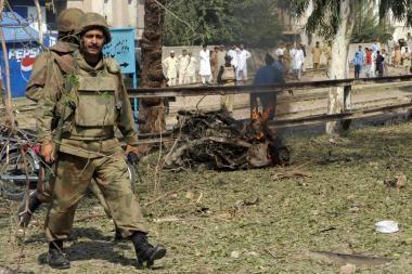 Pakistane pradedama sausumos kariuomenės operacija prieš talibus