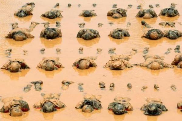 Kinijos karių pratybos - per žiaurios?