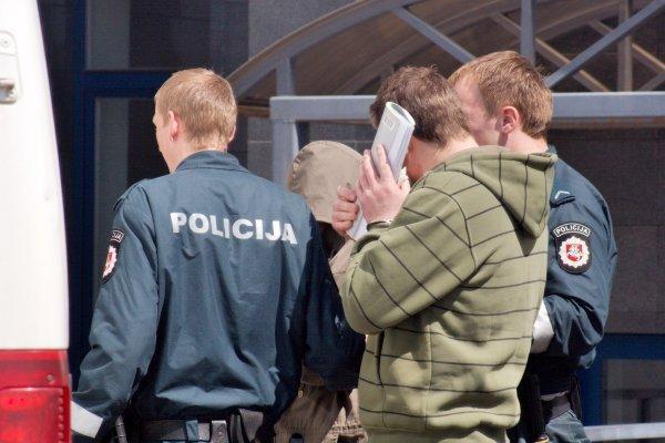 Išžaginimo greitosios pagalbos automobilyje byla - už uždarų durų