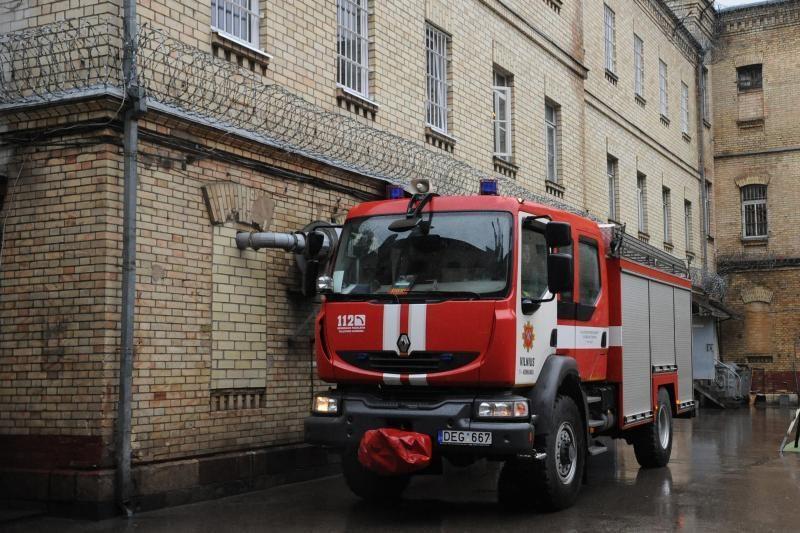 Pratybos Lukiškėse: kaip malšinti gaisrą ir riaušes