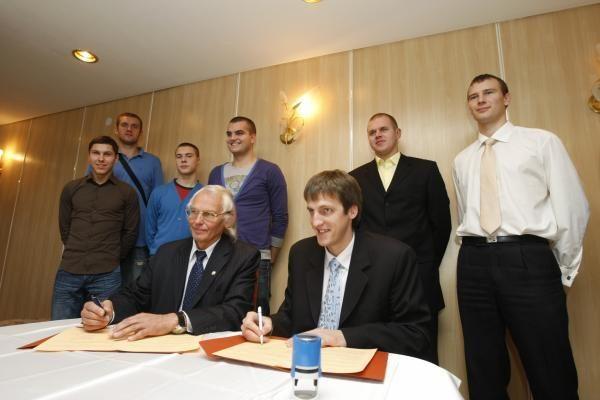 """""""Naftos-Universiteto"""" krepšininkai susitiko su rėmėjais"""