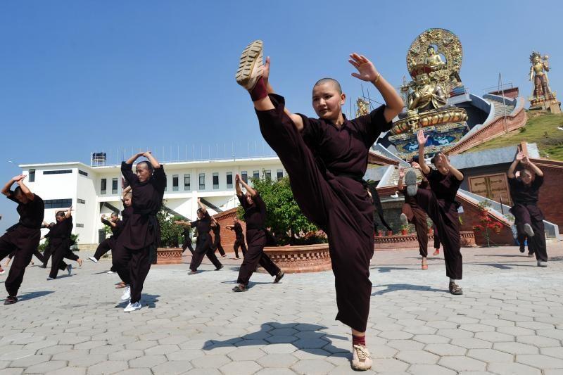 Nepalo vienuolės praktikuoja  kung fu