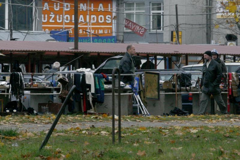 Ar už Kalvarijų turgaus tvoros prekiaujama legaliai?