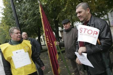 Profsąjungos piketavo prie Kauno savivaldybės
